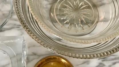 Glas er det skjulte guld i genbrugsbutikken
